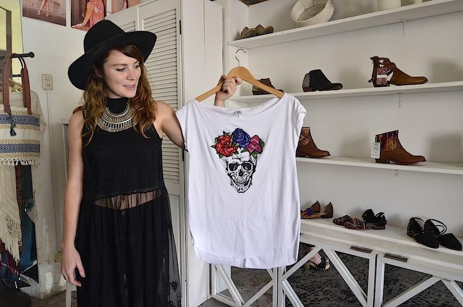 Las T-shirts son muy solicitadas. (Foto: Selene Mejía/Soy502)
