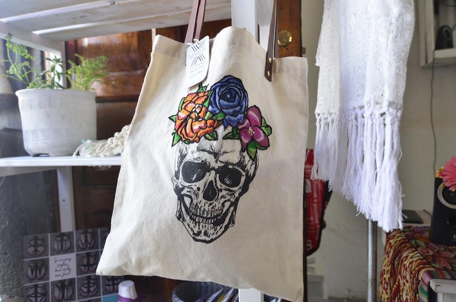 Los bolsos también llaman la atención. (foto: Selene Mejía/Soy502)