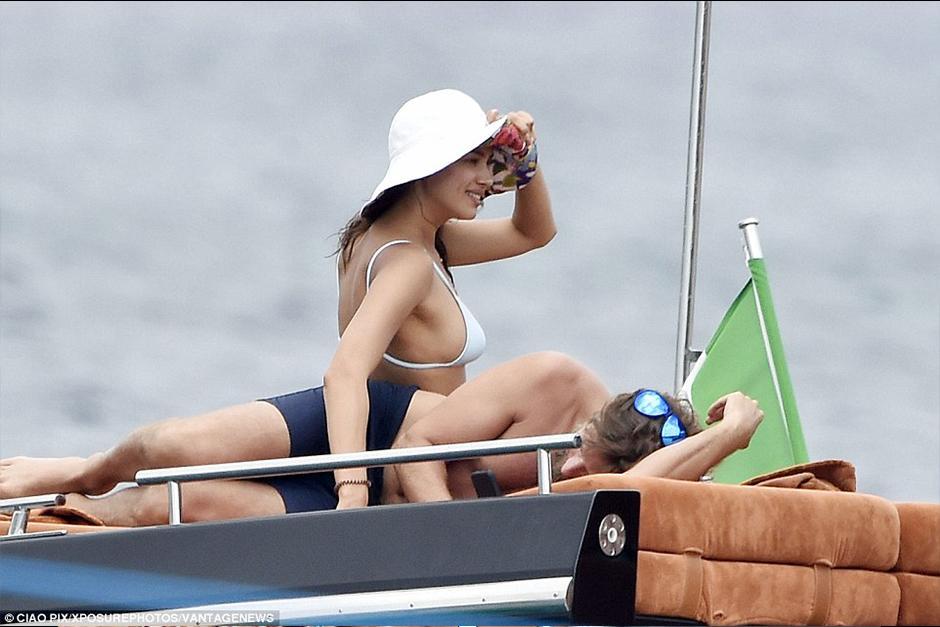 La pareja tomó sus vacaciones en Magdalena, frente a la Costa Esmeralda de Cerdeña. (Foto: dailymail)