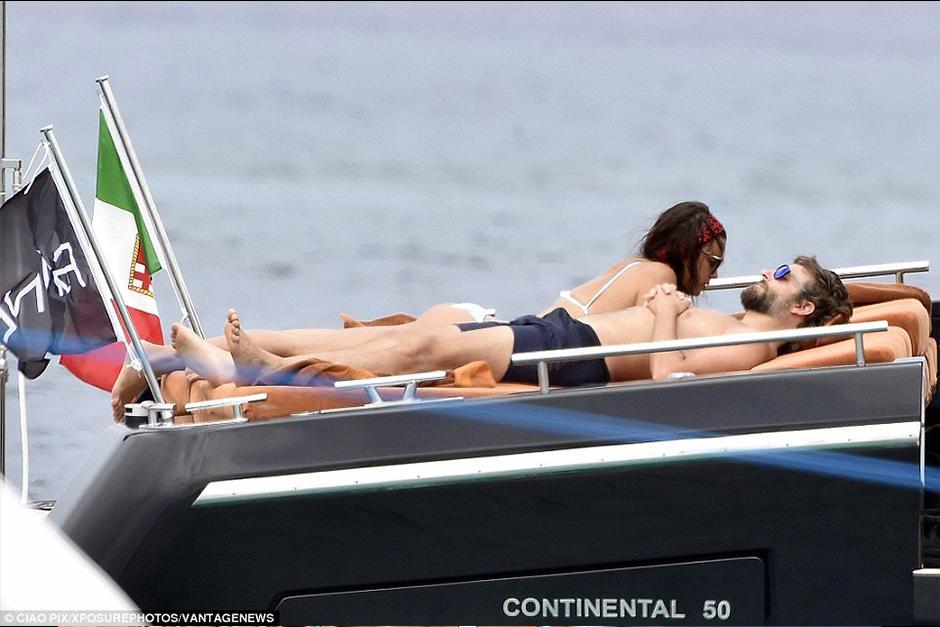 La pareja ha tenido altas y bajas pero en estas vacaciones se les mira muy románticos. (Foto: dailymail)