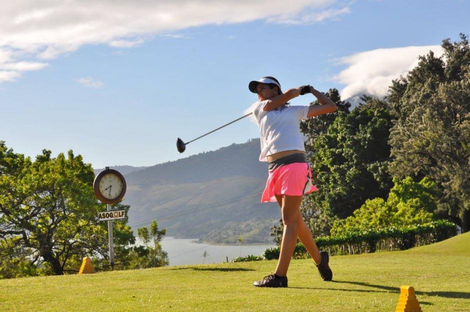 Valeria Mendizábal es una de las promesas del golf guatemalteco. (Foto: Asogolf)