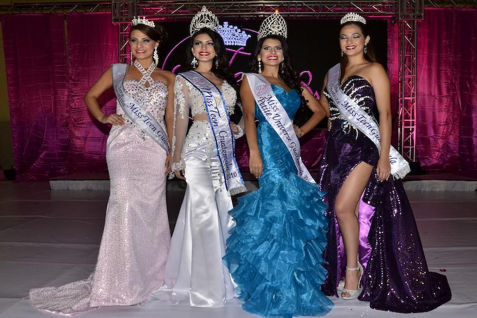 Las finalistas, Miss Petite Universe Guatemala y Miss Teen Guatemala sonríen tras finalizar el evento. (Foto: Stanley Herrarte/Nuestro Diario)