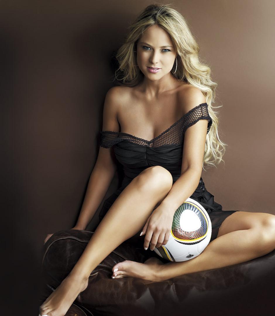 Modelo de profesión, Vanessa Huppenkothen ha conquistado a millones como reportera de deportes. (Foto: Televisa)