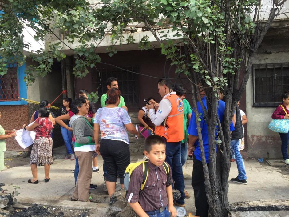 Al menos 30 familias fueron evacuadas de la colonia Jesús de la Buena Esperanza. (Foto: @ConredGuatemala)