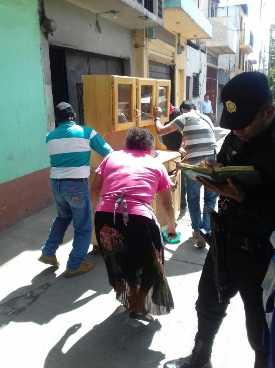 En el lugar se registra un hundimiento que pone en peligro a las familias.  (Foto: @ConredGuatemala)