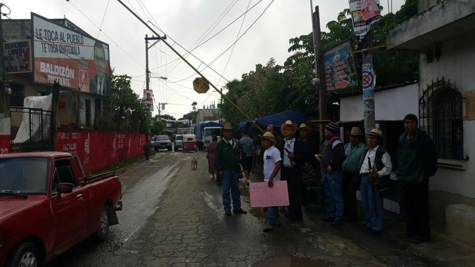 En Chuarrancho, Guatemala, pobladores vigilan el ingreso al municipio para evitar el acarreo de votantes. (Foto: Isaí Mejía/Nuestro Diario)