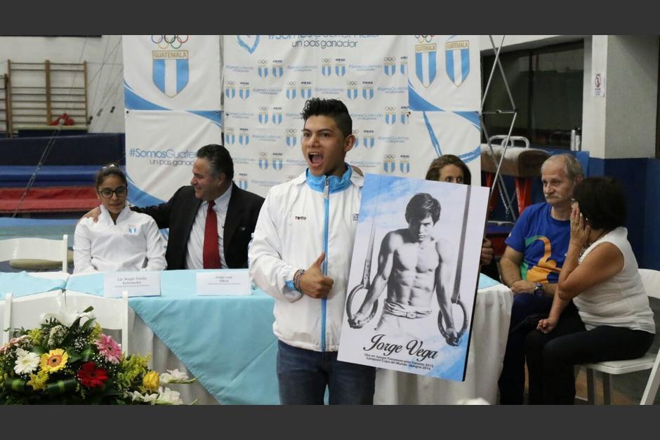 El gimnasta Jorge Vega fue recibido con un homenaje. (Foto: Alejandro Balán/Soy502)