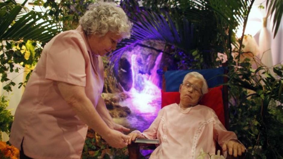 En 2014 una anciana pidió que quería estar sentada en su velorio. (Foto: Infobae)
