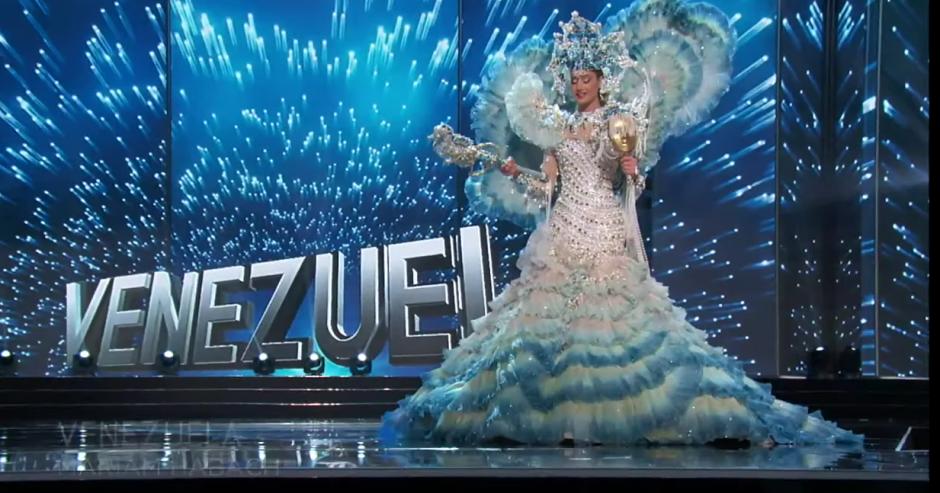 Venezuela se pasó de encaje para su traje, cual espuma de mar. (Foto. captura de pantalla)