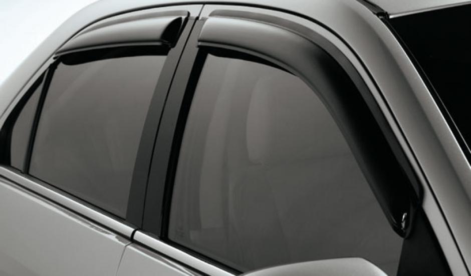 Quebrar los vidrios laterales es una de las mejores opciones para escapar de un carro bajo el agua, (Foto: entroamerica.ford.com)