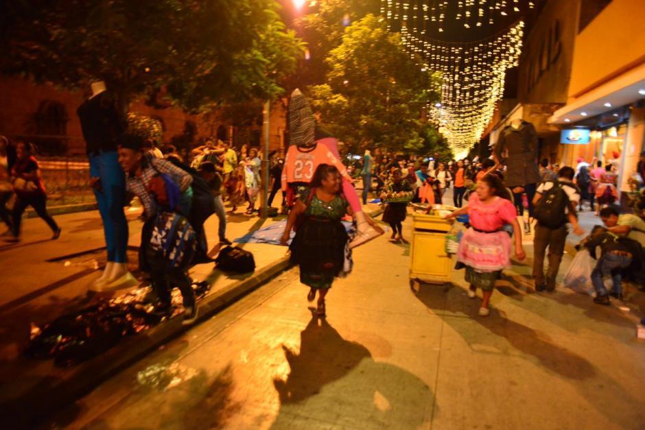De la 15 hasta la 13 calle se mantuvo la tensión. (Foto: Jesús Alfonso/Soy502)