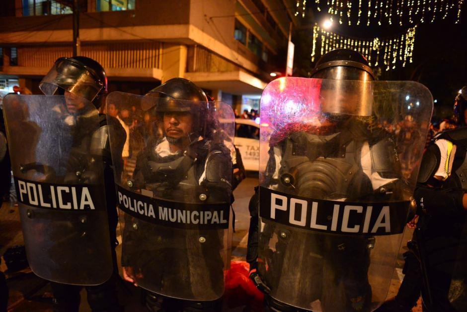 Más de 200 agentes de la Policía Municipal resguardan la avenida. (Foto: Jesús Alfonso/Soy502)