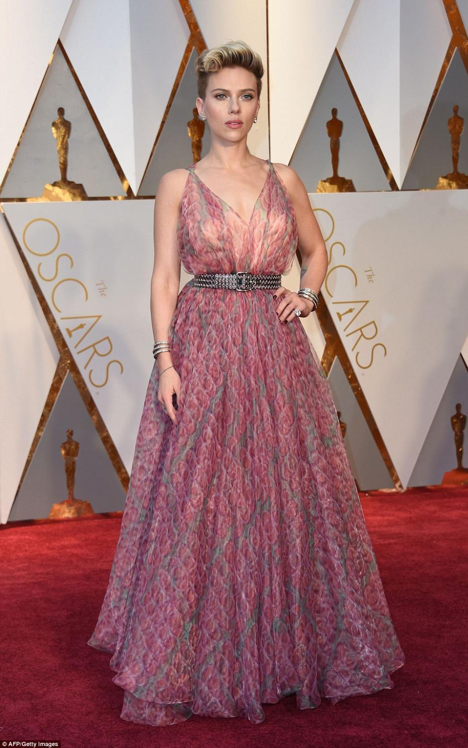 Scarlett Johansson llamó la atención por lo transparente de su vestido. (Foto: AFP)