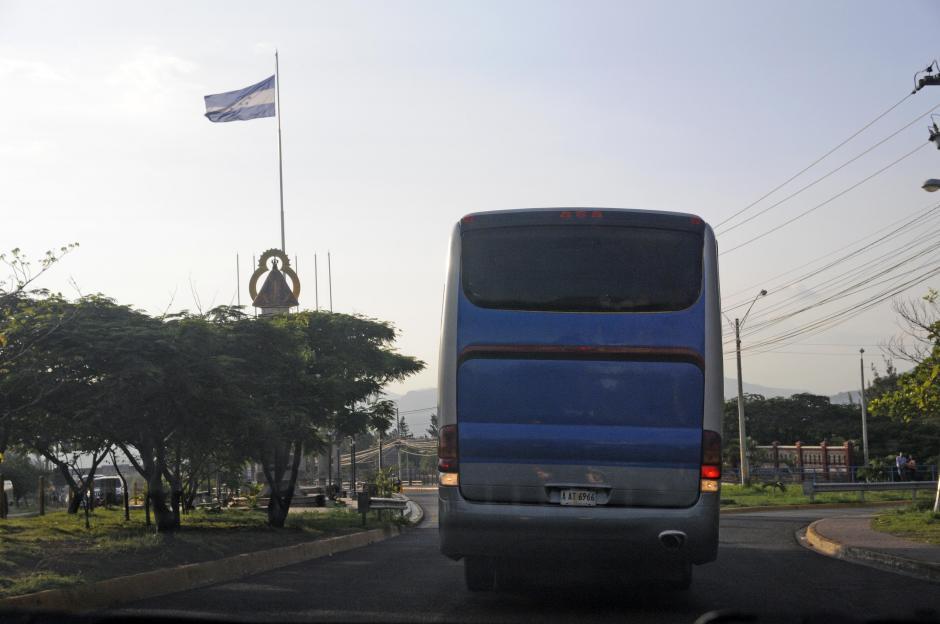 En este bus se moviliza la Selección en la capital hondureña, que regista temperatura calurosa.(Foto: Orlando Chile/Enviado especial de Nuestro Diario)
