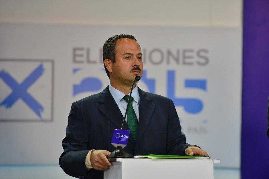 El candidato a la vicepresidencia de la Unidad Nacional de la Esperanza (UNE) Mario Leal Castillo durante el debate. (Foto: Wilder López/Soy502)