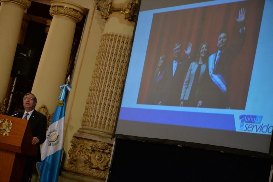 El vicepresidente también hizo una breve descripción de su trabajo. (Foto: Wilder López/Soy502)