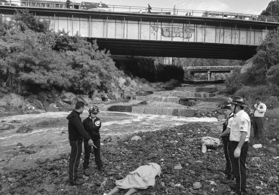 Localizan el cadáver de hombre que fue arrastrado por la corriente. (Foto: @BVoluntariosGT)