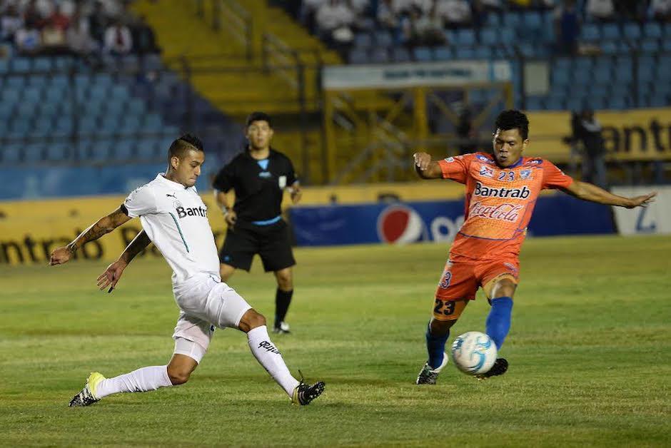 El futbolista de Suchitepéquez Víctor Armas fue parte del equipo que logró el título del Clausura 2016. (Foto: Nuestro Diario)