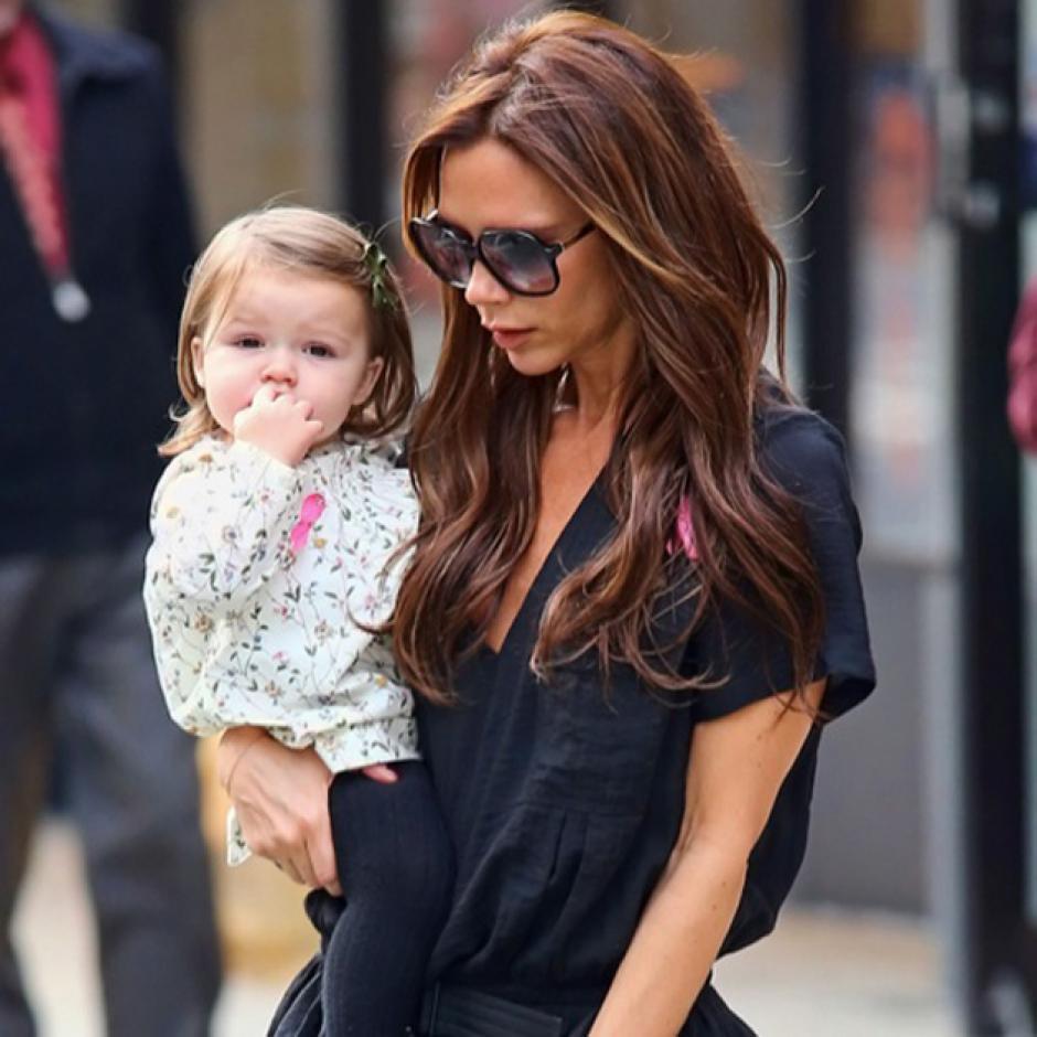 Otra de las pequeñas que suele ser muy fotografiada es Harper Beckham. (Foto: noticias24.com)