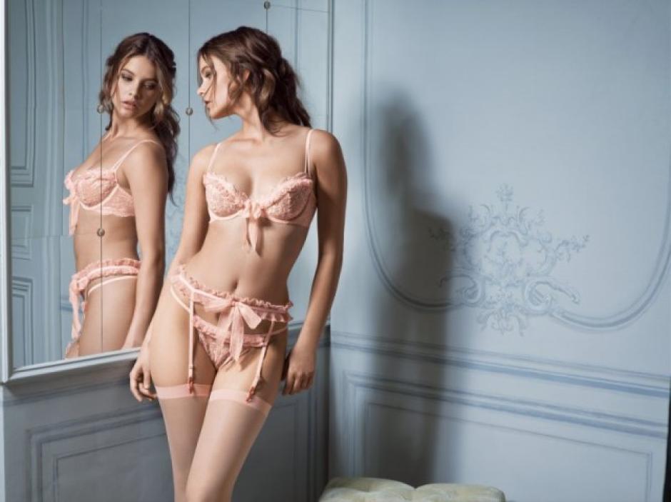 La encantadora modelo ruda, Natalia Vodianova, ha modelado los diseños de varios famosos diseñadores a quienes ha encantado con su belleza y profesionalismo.