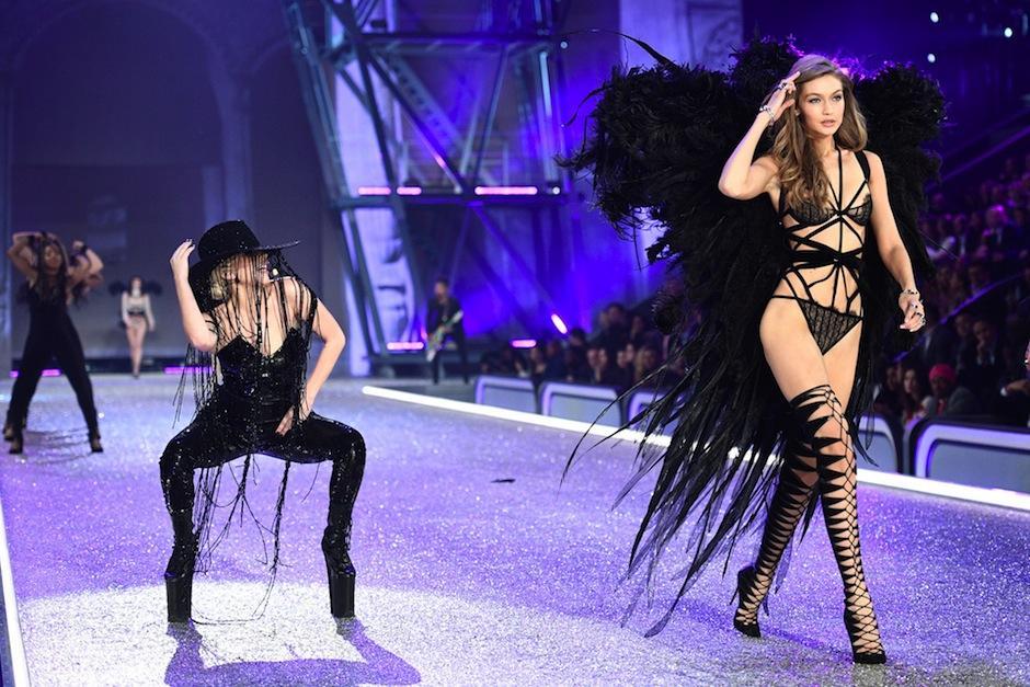 Lady Gaga fue parte del show. (Foto: AFP)