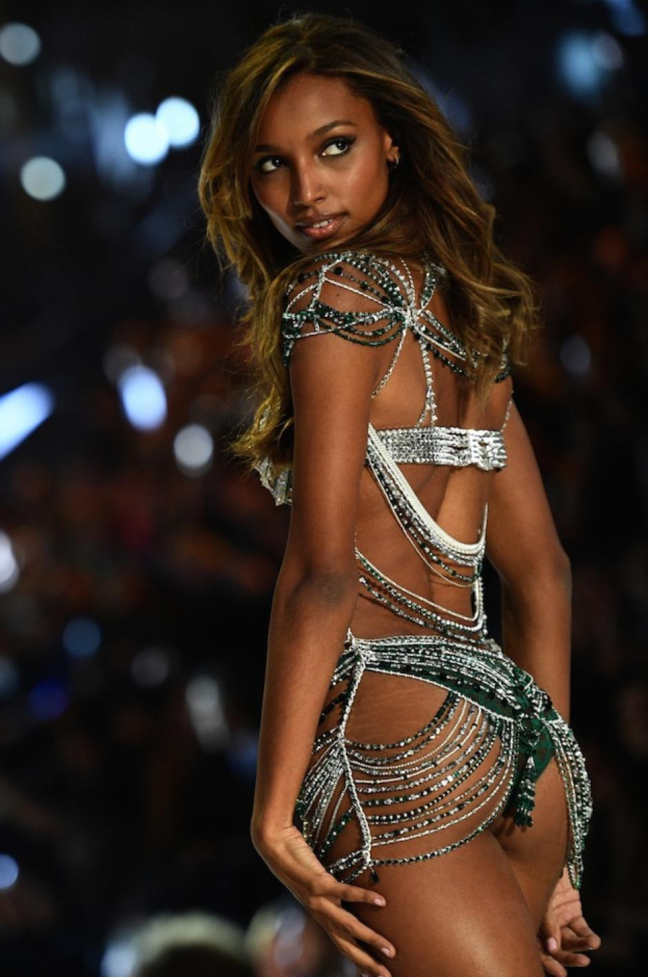 Un total de 52 modelos hicieron presencia en el show. (Foto: AFP)