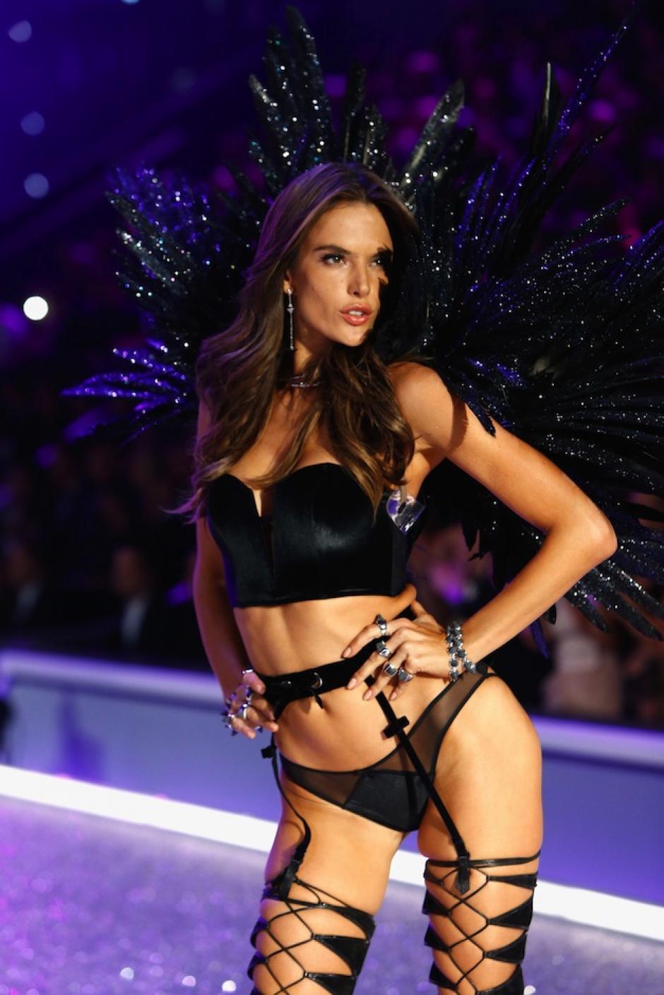 Los angelitos más esperados en el mundo de la moda hicieron su camino por la pasarela. (Foto: AFP)