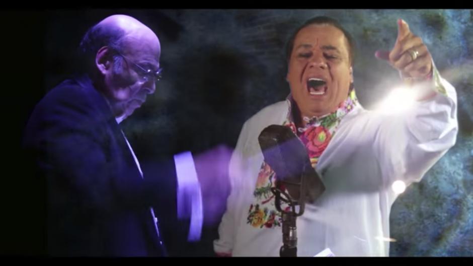 En el video se combinan las imágenes de la orquesta con las del cantante. (Foto: Captura YouTube)