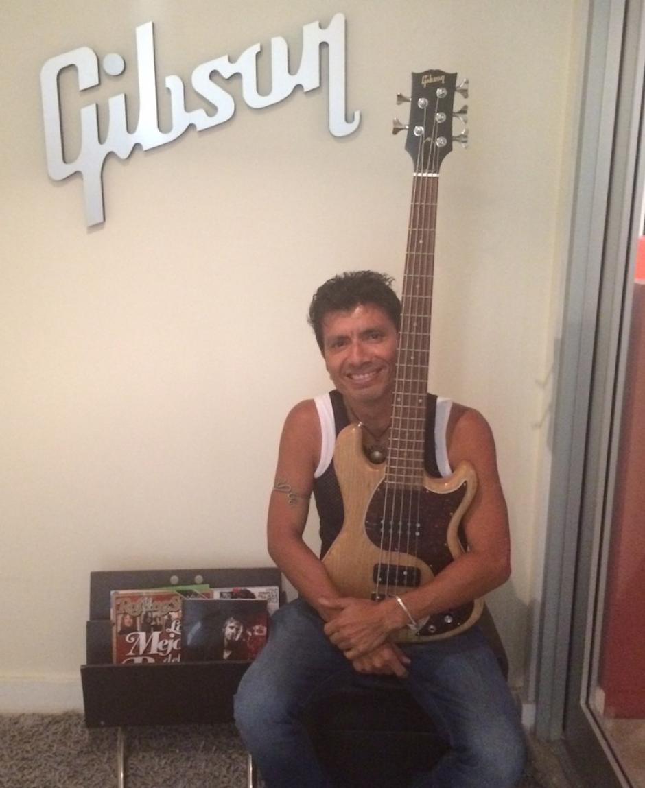 """La marca de guitarras """"Gibson"""" conlaboró con Viernes Verde bridándoles los instrumentos que usaron en el video y el concierto. (Foto: Viernes Verde)"""