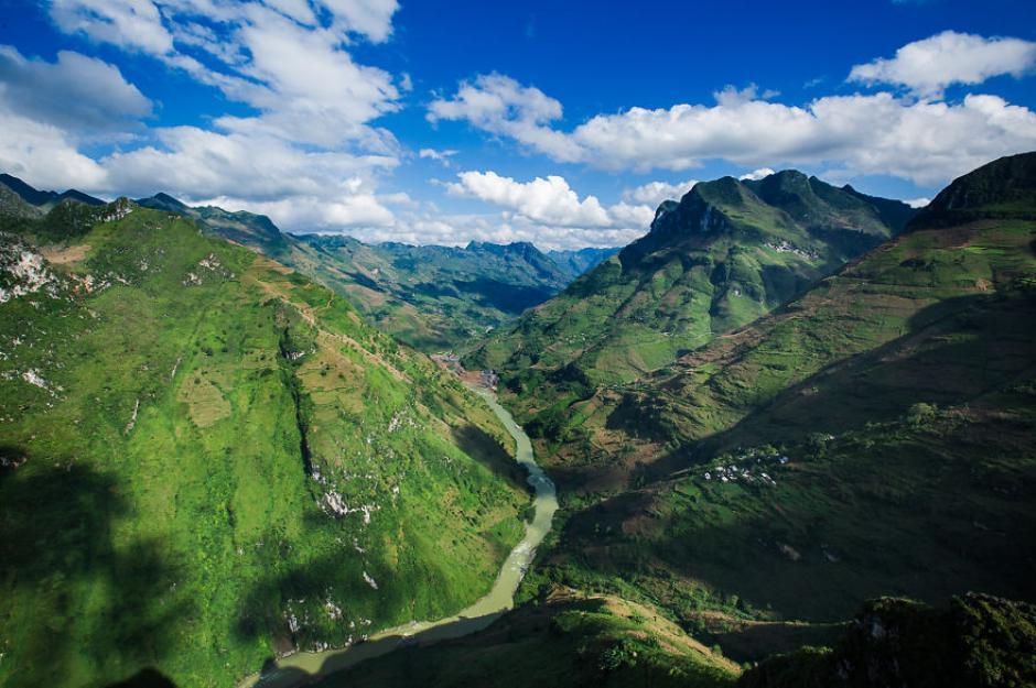 Este es la vista del camino a tomar si se quiere llevar a una región llamada Meo Vac.(Foto: Réhahn)