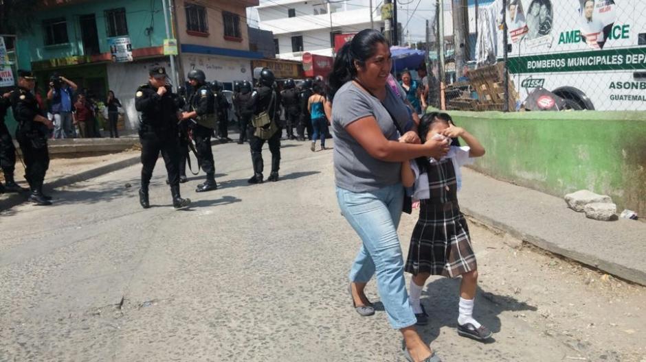 Madres que iban a dejar a sus hijos a la escuela se vieron afectadas. (Foto: Nuestro Diario)