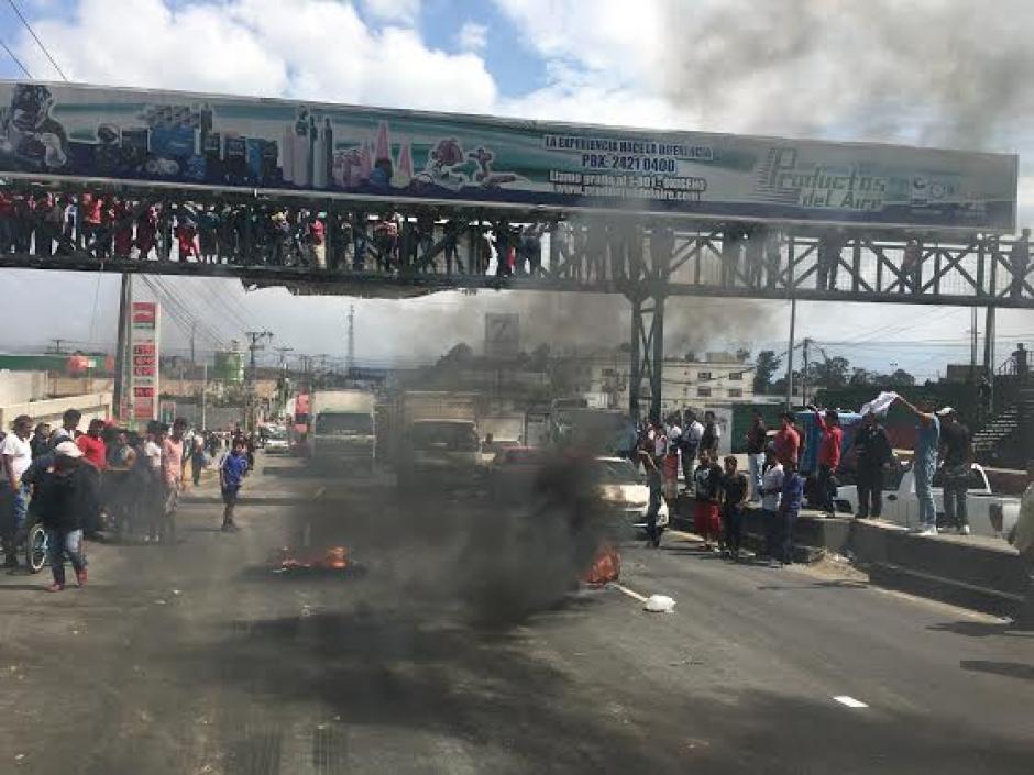 Momentos de tensión se vivieron en la ruta de Villa Nueva a la ciudad capital. (Foto: Luis Barrios/Soy502)