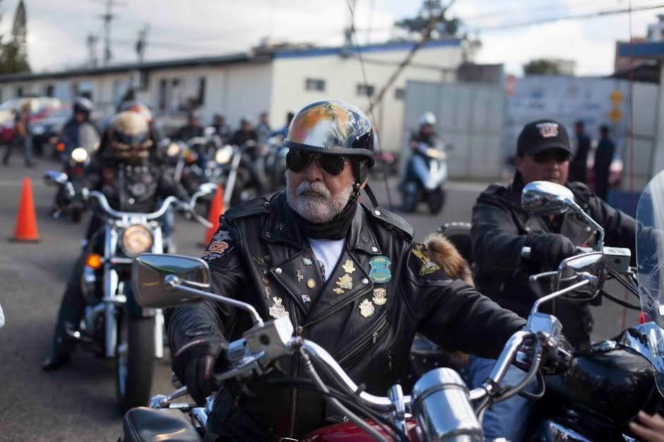 Eddy Villadeleón entra a la sede de la CONRED para la conferencia de prensa previa a la Caravana del Zorro. (Foto: CONRED)