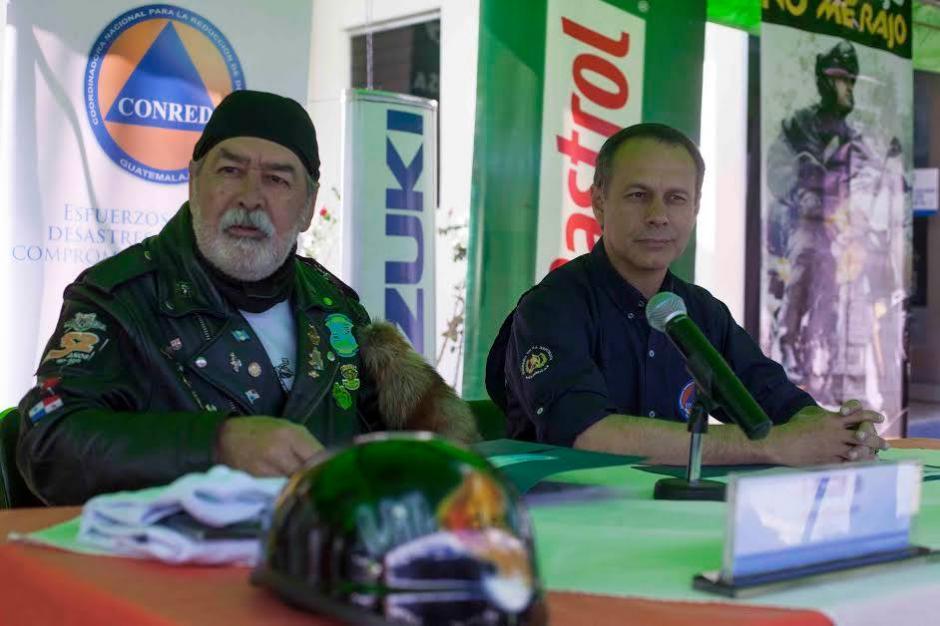 Eddy Villadeleón y Alejandro Maldonado, director de CONRED, durante la conferencia de prensa. (Foto: CONRED)