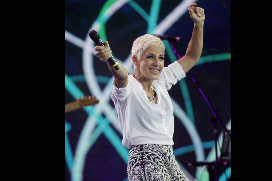 Las canciones cautivaron a los más de 10 mil asistentes que la esperaron durante largas horas. Foto: AFP)