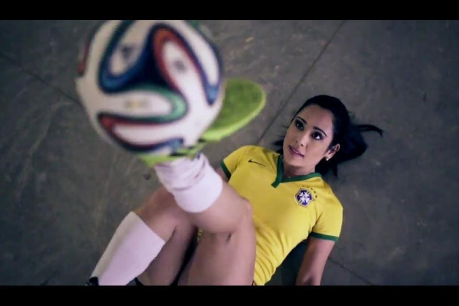 Raquel Benetti es fanática de la selección de fútbol de Brasil. (Foto: brsoccer.com)