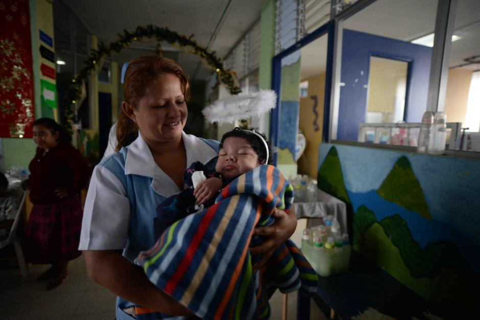 Los niños esperaron con mucha ilusión ver a Santa Claus. (Foto: Wilder López/Soy502)