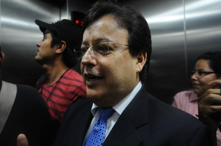 El exmagistrado a la CSJ Vladimir Aguilar se presentó al MP. (Foto: Alejandro Balán/Soy502)