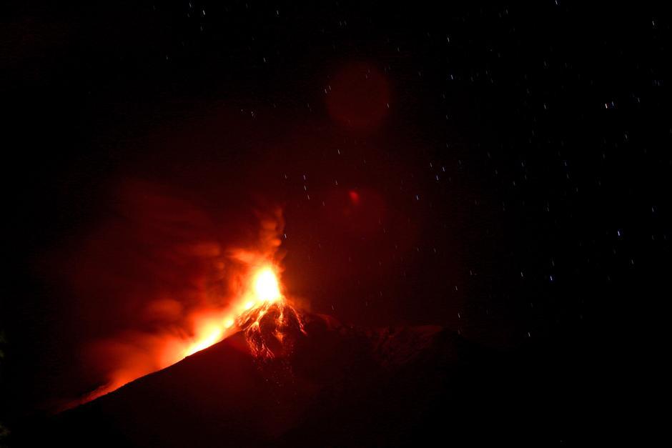 """La Coordinadora Nacional para le Reducción de Desastres emitió este domingo una alerta por el inicio de una """"erupción efusiva"""" (Foto: Esteban Biba/EFE)"""