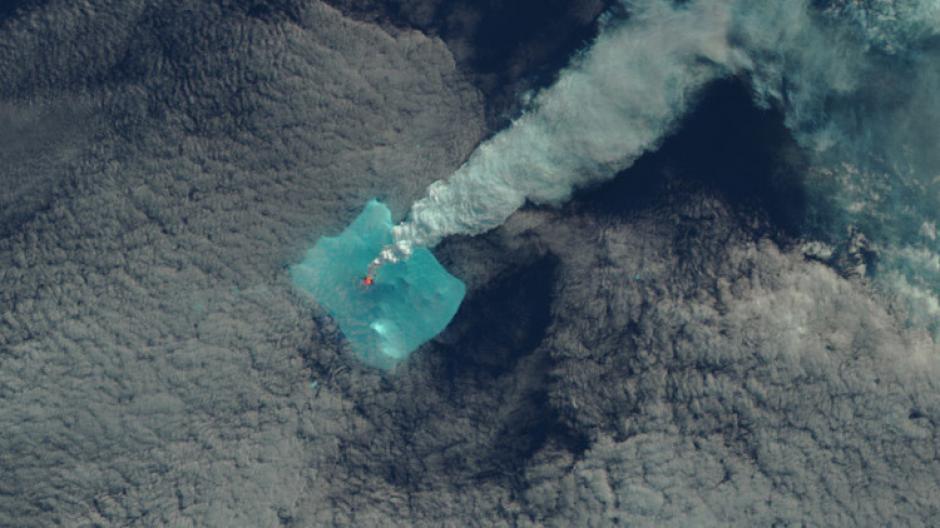 La NASA difundió las imágenes de la erupción del volcán Sourabaya. (Foto: nasa.gov)