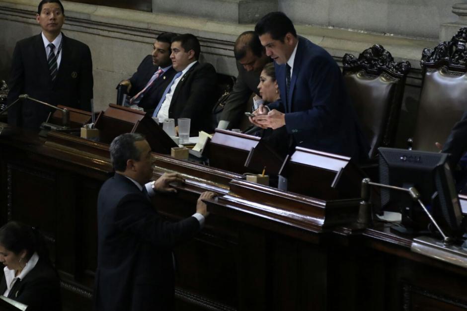 Los funcionarios aprobaron inicialmente una moción para apresurar la votación. (Foto: Alejandro Balán/Soy502)