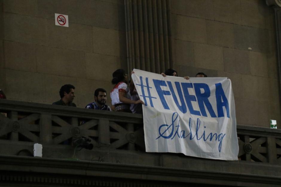 Algunas personas manifestaron dentro del Congreso para presionar a los diputados. (Foto: Alejandro Balan/Soy502)