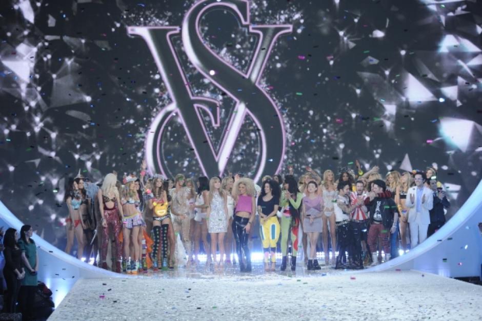 Ayer por la noche se llevó a cabo el desfile anual de la marca de lencería Victoria's Secret. (Foto: CBS)