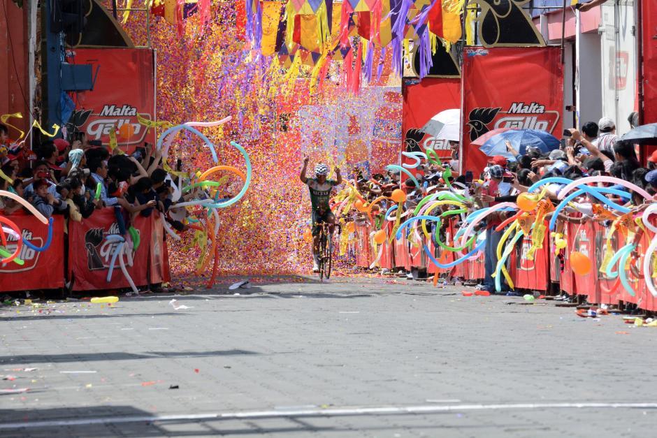 Colorido recibimiento después de 126.5 kilómetros. (Foto: Salvador Revolorio/Nuestro Diario)