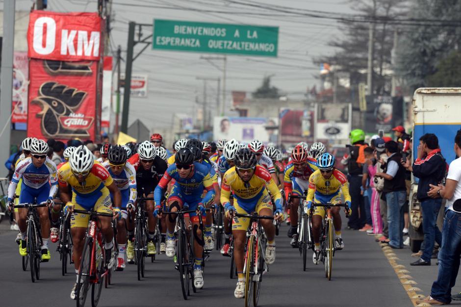 Así fue el inicio de la carrera de San Juan Ostuncalco a Totonicapán.(Foto: Diego Galiano/Nuestro Diario)