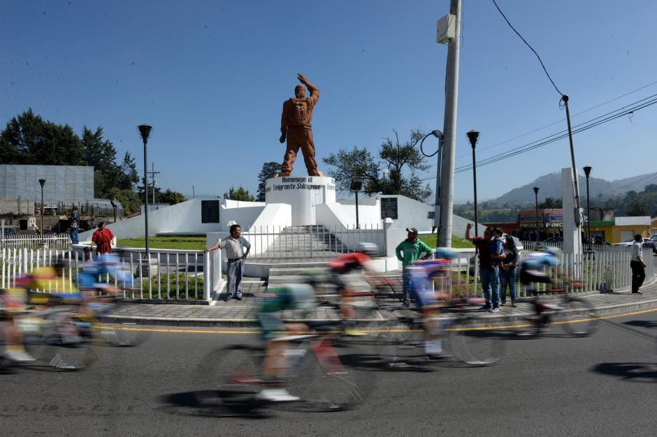 El paso de los ciclistas por Salcajá.(Foto: Diego Galiano/Nuestro Diario)