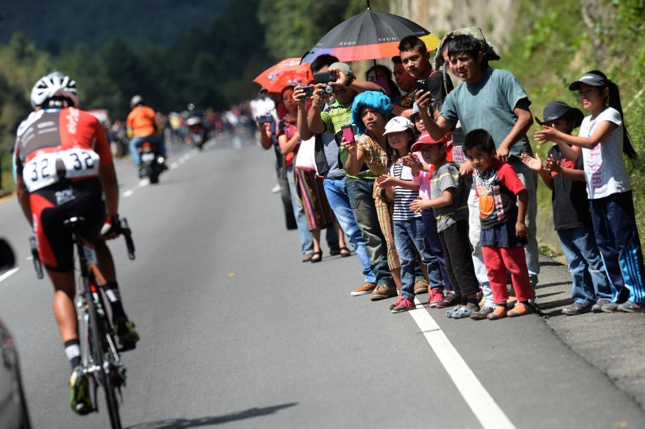 La mejor ubicación para llevarse un recuerdo de la Vuelta a Guatemala, edición 55.(Foto: Diego Galiano/Nuestro Diario)