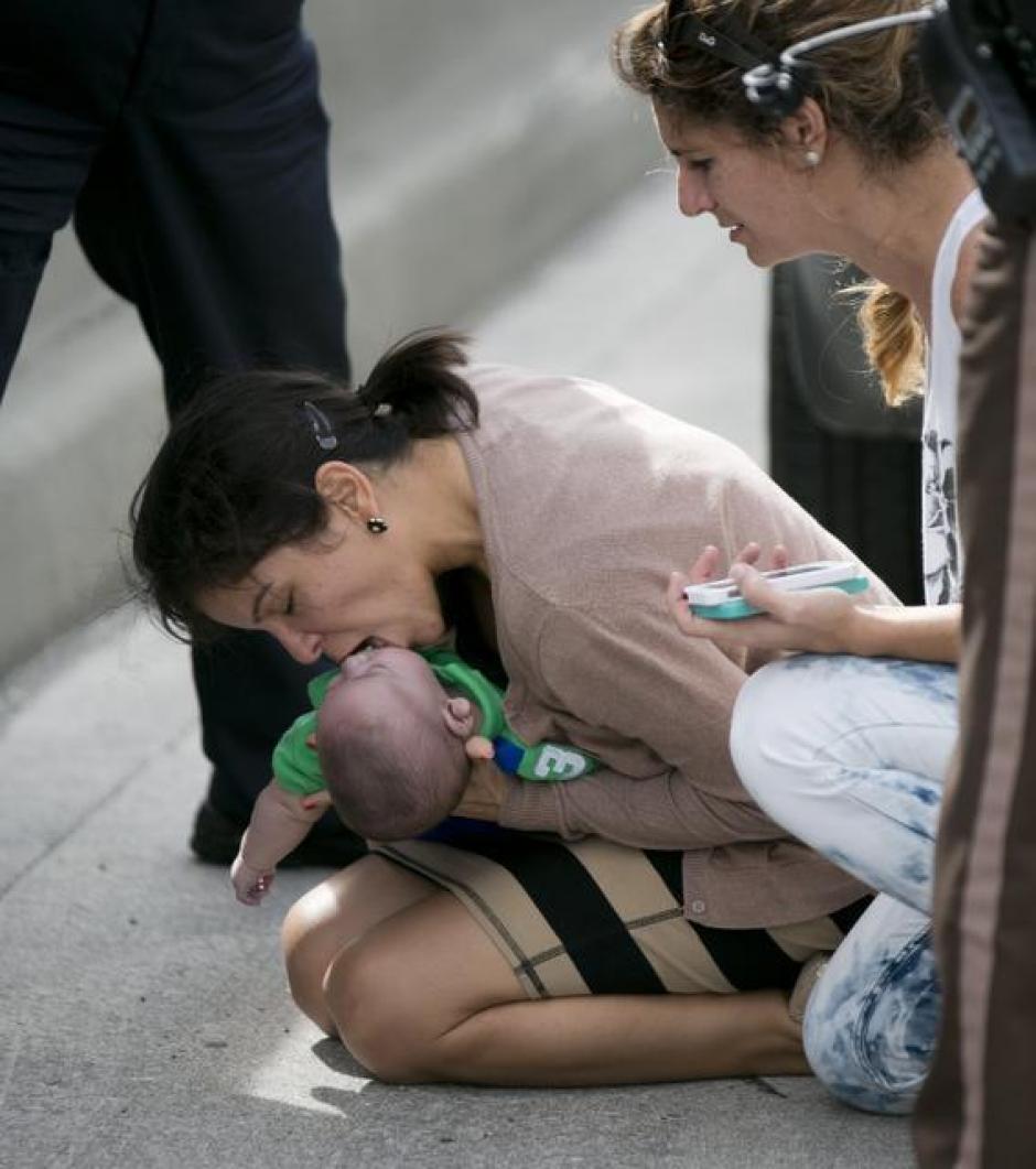 El bebé de cinco meses fue resucitado por su tía en plena autopista 836 de Miami, al este de la avenida 57. (Foto:Al Diaz/Miami Herald Staff)