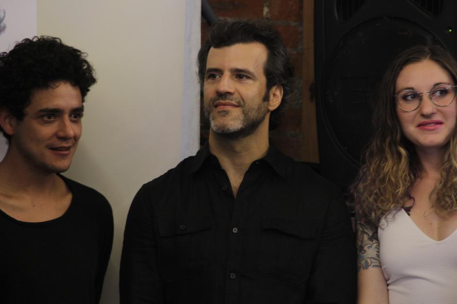 Juan Pablo Olyslager, al centro, es uno de los actores invitados y que confía en este proyecto. (Foto: Fredy Hernández/Soy502)