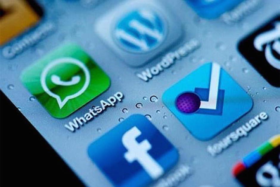 Facebook y WhatsApp son propiedad del estadounidense Mark Zuckerberg. (Foto: abc.es)